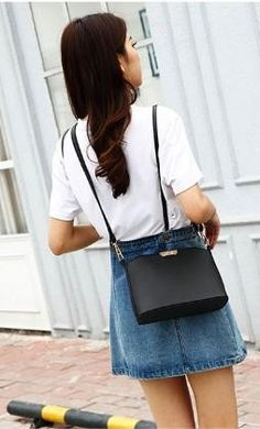 Casual Stylish Woman With Black Messenger Bag- Front View Womens Messenger Bag, Timeless Fashion, Fashion Bags, Lifestyle, Woman, Stylish, Casual, Shops, Community