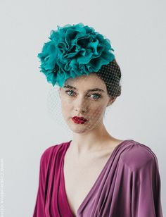 Headdress with large flower for CHERUBINA wedding guest. Headdress made completely handmade in our workshop in Seville. Fascinator Hats, Fascinators, Headpieces, Riga, Run For The Roses, Head Scarf Styles, Bride Of Christ, Royal Clothing, Races Fashion