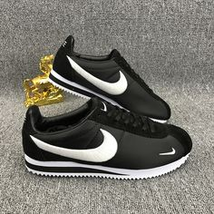 Nike Classic Cortez Embroidery Black White Nike Cortez Shoes, All Nike Shoes, Nike Shoes Online, Cheap Running Shoes, Nike Shoes Cheap, Nike Shoes Outlet, Nike Running, Nike Classic Cortez Leather, Classic Sneakers