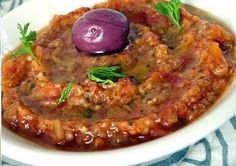 Ensalada marroquí de berenjenas (zaalouk) زعلوك Re - Salades Composees Marocaine Vegetarian Junk Food, Vegetarian Recipes, Spicy Recipes, Healthy Recipes, Aubergine Recipe, Deli Food, Food Food, Yummy Veggie, Indian Dessert Recipes