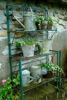 Zinc pails and watering cans for planting and the gardener - Könnte man an die . Zinc pails and wa Farm Gardens, Outdoor Gardens, Dream Garden, Watering Cans, Garden Pots, Garden Rack, Garden Inspiration, Beautiful Gardens, Container Gardening