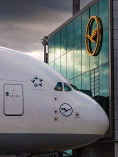 Welcome Lufthansa A380 at the New Frankfurt Airport Pier. Photo Courtesy: Holger Glaab.
