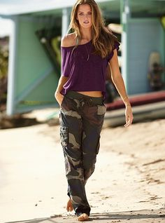 Going strong this fall is the ever ubiquitous cargo pant. As much a must have for the season as a great pair of boots and a chic sweater dress, cargo pants offer a utilitarian approach to everyday style – perfect for those days you aren't feeling 100% girly, yet aren't going the menswear route either.