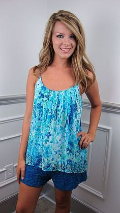Our #1 solid cami is now back in a PRINT! This is the top we simply CAN NOT live without! It has loose, romantic fit and double layers of fabric. Worn alone, or as a layering piece, this tank is just right!     The fit is a bit generous. Marlena is wearing size small.