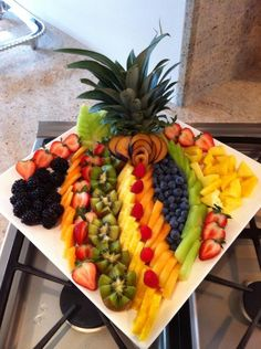 Fruit Tray Centerpiece Fruit Tray Displays, Fruit Displays, Fruit Centerpieces, Fruit Arrangements, Fruit Tray Designs, Ital Food, Buffet, Fruit Creations, Party Trays