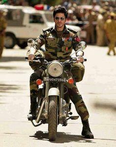 Shahrukh Khan from the Movie, Jab Tak Hai Jaan. Shahrukh Khan And Kajol, Shah Rukh Khan Movies, Aamir Khan, Abram Khan, Srk Movies, Excellent Movies, Glamour World, Sr K, Star Wars