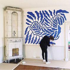 FOCUS ON: BLUE — CLAIRE HEFFER DESIGN Instalation Art, Blue Artwork, Diy Wand, Retro Home Decor, Diy Wall Art, Artist Painting, Painting Walls, Diy Painting, Artist At Work