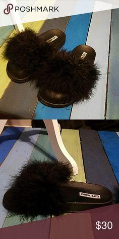 Cape Robbin Feather Sandals NIB Shoes Sandals
