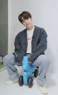 A baby :') Woozi, Wonwoo, Jeonghan, Dino Seventeen, Seventeen Debut, Baby Dino, Seventeen Wallpapers, Pledis 17, Boys Like