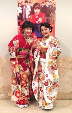ちはやふる公式 @chihaya_koshiki 3月3日 ひな祭り♪(*^^)o∀*∀o(^^*)♪ 皆さん昨日のイベントのご様子、テレビやネットなどで見ていただけましたか? 仲良しすぎるすずもねの可愛い2ショットをお届け! #ちはやふる Japanese Costume, Japanese Kimono, Best Romance Anime, Japanese Outfits, Yukata, Costumes For Women, Traditional Outfits, Asian Beauty, Feminine