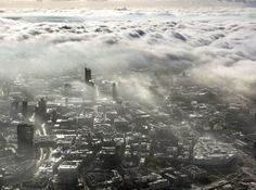 Herbstliche Wolken über der Essener Innenstadt. Im Bild: Rathaus und Essener Skyline mit RWE-Tower.