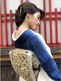Kimono Japan, Japanese Kimono, Married Woman, Kimono Fashion, Night Outfits, Bun Hairstyles, Traditional Dresses, Asian Beauty, Messenger Bag