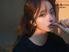 Image about girl in ulzzang.🏯 on We Heart It Mode Ulzzang, Ulzzang Korean Girl, Cute Korean Girl, Asian Girl, Korean Beauty Girls, Asian Beauty, Aesthetic People, Aesthetic Girl, Korean Aesthetic