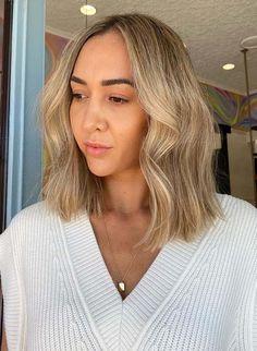 Interesting Mid Length Texture for Women in Year 2021 Haircuts For Medium Hair, Medium Hairstyles, Cool Haircuts, Cool Hairstyles, Textured Haircut, Shades Of Blonde, Shoulder Length Hair, Gorgeous Hair, Hair Looks