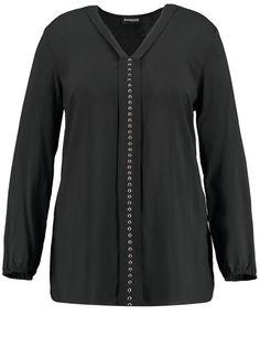 Nobel en casual! De zacht vloeiende blouse met vrouwelijke V-hals, decoratieve voorzijde en stenen met een hoge stijl factor. Door lengte draagt het p... Bekijk op http://www.grotematenwebshop.nl/product/mooie-blouse/