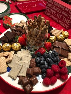 Chocolate Party Plate – YUMMI ESSEN���� – – Bonbonparty Elenor 1 geb – Appetizers for party – Valentines Day 2020 Ideas Party Platters, Party Trays, Snacks Für Party, Appetizers For Party, Christmas Desserts, Christmas Baking, Christmas Treats, Holiday Treats, Holiday Recipes