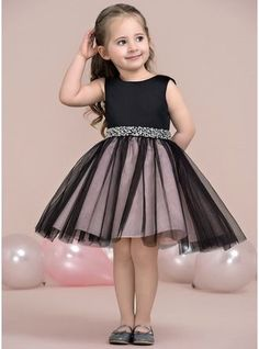 A-Lijn/Prinses Knie-Lengte Bloemenmeisjesjurken – Satijn/Tule Mouwloos Ronde Hal… A-Line / Princess Knee-length Flower Girl Dress – Satin / Tulle Sleeveless Round Neck with Beading – Girls Frock Design, Baby Dress Design, Baby Girl Dress Patterns, Frocks For Girls, Little Girl Dresses, Girls Dresses, Flower Girl Dresses, Party Dresses, Flower Girls