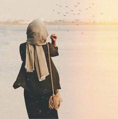 """""""Şeyde hemfikir miyiz peki? -'Hiç kimse üstün değildir. Hiç kimse aşağı değildir. Fakat kimse eşit de değildir. İnsanlar yalnızca eşsizdir,…"""" Arab Girls Hijab, Muslim Girls, Muslim Women, Hijab Casual, Hijab Chic, Hijabi Girl, Girl Hijab, Niqab Fashion, Muslim Fashion"""