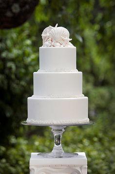 Beach wedding cake by Ana Parzych Cakes - photo by Jag Studios