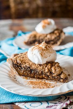 QUAKERTOWN MOLASSES CRUMB PIE --is an old-fashioned recipe with a rich, gooey molasses filling baked with a crumb topping.  | Featured on www.thebestblogrecipes.com