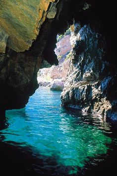 Green Grotto, Capri, Italia -- One of the Islands believed to have been the home of the Sirens in Roman Mythology. Oh The Places You'll Go, Places To Travel, Places To Visit, Dream Vacations, Vacation Spots, Trieste, Beautiful World, Beautiful Places, Elba