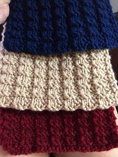 Bufanda tricolor tejida en dos agujas a dos hebras de lana. Material empleado Lana