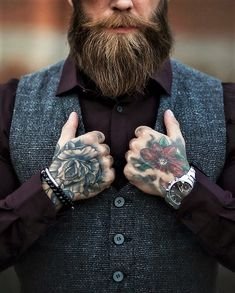 Tattoo for men with a beard Sexy Beard, Beard Love, Wedding Rompers, Barber Man, Beard Tattoo, Beard Gang, Beard Styles, Bearded Men, Mustache