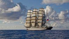 """Deuxième voilier le plus grand au monde (114, 50 m), le """"Kruzenshtern"""" a été donné à l'URSS en 1946 au titre des dommages de guerre. Il porte le nom d'un amiral et explorateur russe du XIXème siècle, Ivan Fyodorovich Kruzenshtern. Aujourd'hui c'est un navire école. Il est basé à Kaliningrad."""