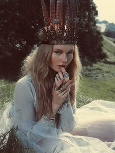 Gypsy feather crown. Bohemian accessories. For more follow www.pinterest.com/ninayay and stay positively #pinspired #pinspire @ninayay