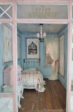 Miniature attic bedroom | Savannah dream doll house | Pinterest ...