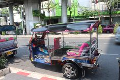 """tuk tuk en #Bangkok. En nuestro #artículo """"Guía de viaje en Tuk tuk"""" te damo recomendaciones para que sepas usar este #transporte del #SudesteAsiatico #Tailandia #India #SriLanka"""
