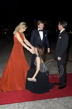 """Royals with Chloe @RoyalswithChloe  39m39 minutes ago """"@Patrickvkatwijk: King Willem-Alexander & Maxima present Danish Royal cultural evening """" what you call a curtsey!"""