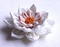 Ilyen gyönyörű virágokat készíthetsz szalagból, selyemből vagy akár anyagmaradékokból
