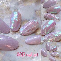 Kit faux ongles nail art mauve moirée effet nacre, Pour les beaux jours mettez de la gaieté sur vos ongles !!!  Tailles:  XS: 3,7,5,6,9 S: 2,6,4,5,9 M: 1,6,4,5,8 L: 0,5,3,4,7 KIT Complet 20 pcs de 0 à 9 (10 tailles pour chaque main)  Chaque kit est accompagné dun bâtonnet de buis et un lot dadhésifs.  Pour une commande sur mesure indiquez vos tailles dans lordre, main gauche, main droite, ainsi que la forme désirée.  Si vous ne connaissez pas votre taille commandez votre  kit prise de mesure…