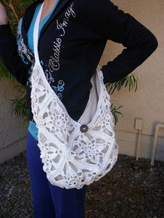 I might learn how to crochet just to make this bag.  Ravelry: Inga's Häkelbeutel pattern by Inga Joana Mertens