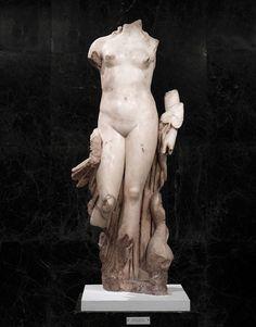 Statue of Venus, Paros marble, 117 AD #statue #sculpture