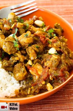 This Authentic Chicken Curry is so comforting and satisfying. The heat level is not intense at all. I just love making the curry from scr. Indian Curry, Indian Food Recipes, Asian Recipes, Ethnic Recipes, Authentic Indian Recipes, Authentic Indian Chicken Curry, Cambodian Recipes, Enjoy Your Meal, Plat Simple