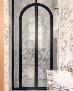 274 отметок «Нравится», 5 комментариев — Hanne Gathe (@dactylion_design) в Instagram: «I just died and went to bathroom heaven Those shower doors are insane ✨ anyone know the…»