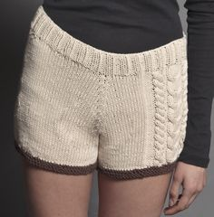 I really want to knit these shorts! Work Shorts, Knit Shorts, Lace Shorts, Knitting Projects, Crochet Projects, Fabric Manipulation Fashion, Clothing Patterns, Knitting Patterns, Tricot