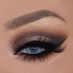 Eye Makeup Tips.Smokey Eye Makeup Tips - For a Catchy and Impressive Look Cat Eye Makeup, Blue Eye Makeup, Skin Makeup, Beauty Makeup, Blue Eyeshadow, Makeup Eyeshadow, Makeup Goals, Makeup Inspo, Makeup Inspiration