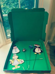 Doink Green Screen app, pizza box puppet shows for video projects. Green Screen Tip Painted pizza boxes are great for mini green screens + for storing props. Green Screen App, Best Green Screen, Sculpture Lessons, Chroma Key, Computer Lab, Screen Design, Stop Motion, Summer Fun, Crafts For Kids