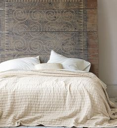 rippled cotton coverlet, a gift for the one who has great taste in bedding (Holiday Giveaway Pin)