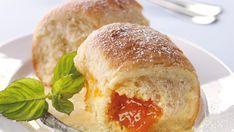 Rezept für Buchteln. Jetzt ausprobieren und von weiteren köstlichen Backrezepten und Schmankerln aus Österreich inspirieren lassen!