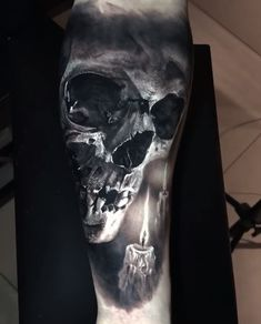Unglaublich realistisches Tattoo mit atemberaubenden durch den Einsa… Incredibly realistic tattoo with stunning effects through the use of … – Tattoos – Original, unusual, ornate – # Tatto Skull, Skull Sleeve Tattoos, Skull Tattoo Design, Body Art Tattoos, New Tattoos, Tattoos For Guys, Tattoos For Women, Cool Tattoos, Amazing Tattoos