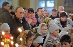 ТАСС: Общество - Путин принимает участие в рождественском богослужении в храме в селе Тургиново