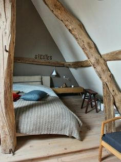 Dachboden - Schlafzimmer, Balken, Holz