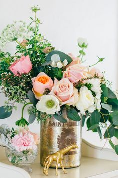 I dare you not to fall in love at first sight with this delightful baby shower from Petals of Love  & Courtney Yee ! The soft mint and peach colors, the shower of golden dots, the lush florals... it'...