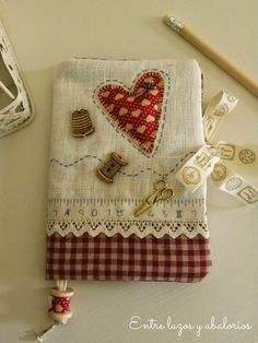 Pin book, cute embroidery with thimble & cotton reel buttons Embroidery Patterns, Hand Embroidery, Tatting Patterns, Sewing Crafts, Sewing Projects, Fabric Book Covers, Sewing Case, Fabric Journals, Notebook Covers