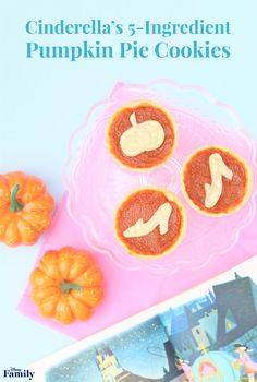 Kick off the fall season with a magical pumpkin spice treat! The Pumpkin Pie Cookies inspired by Cinderella are super easy to make. Mini Pumpkin Pies, Pumpkin Spice, Cinderella Party, Disney Food, Disney Recipes, Disney Snacks, Disney Stuff, Walt Disney, Kuchen