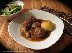 La cuisine de Messidor: Boulettes de veau à la bourguignonne Shabbat Dinner, Bourguignon, Meatloaf, Crockpot, Menu, Recipes, Dumplings, Favorite Recipes, Cooker Recipes